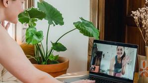 Uno yoga trauma-informed pensato per l'era digitale