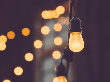 """Fatura da luz dispara na pandemia: estes truques """"caseiros"""" ajudam a baixar os consumos"""