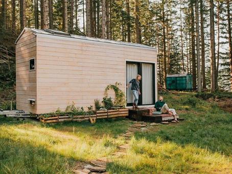 Uma casa pré-fabricada de madeira portátil perfeita para estar no campo