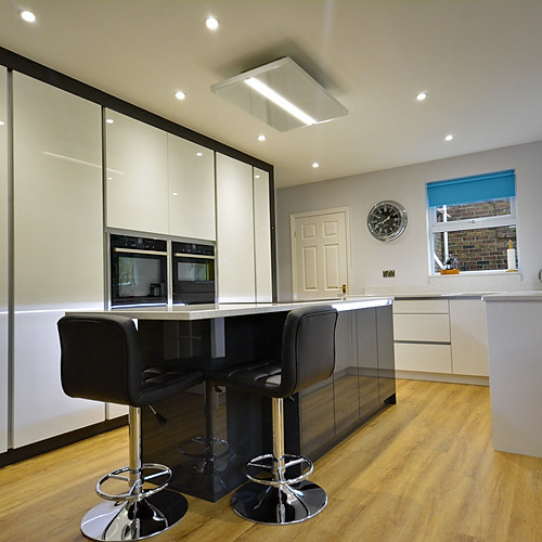 Black Gloss and White Gloss Kitchen