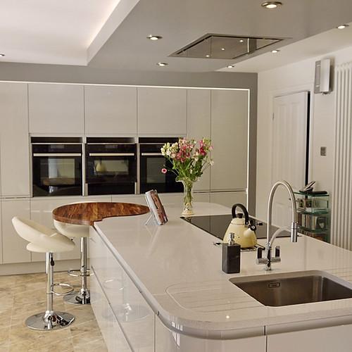 Dove Grey Handleless Kitchen