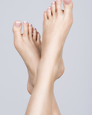 female-feet-with-white-french-pedicure-o