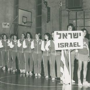 ענת דרייגור נבחרת ישראל 1976.jpg