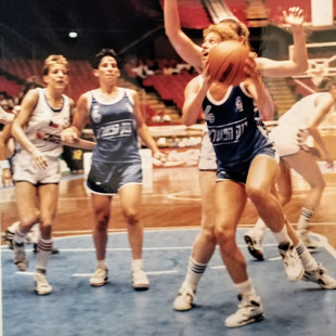 ענת דרייגור - תמונות כדורסלנית במשחקים (8).jpg