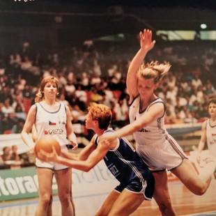 ענת דרייגור - תמונות כדורסלנית במשחקים (13).jpg