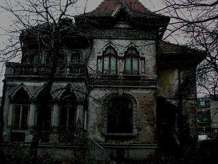 Ten Houses That Should Be Haunted
