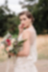 vintage gatsby bride holding bridal bouquet