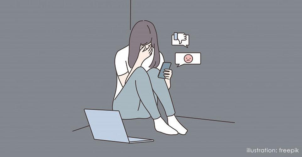 Ilustração de jovem sentada na cama com notebook e celular, olhando as redes sociais