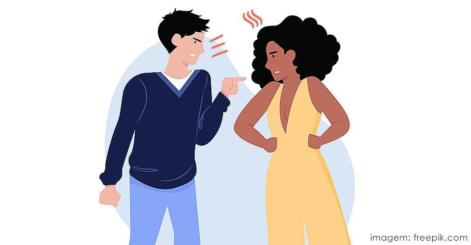 Casal em crise emocional discutindo.