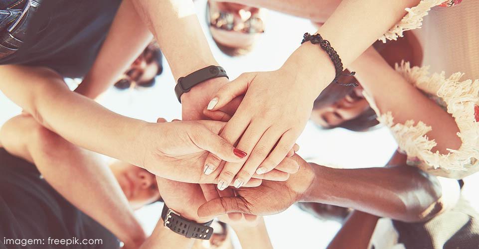 Pessoas unidas contra a violência