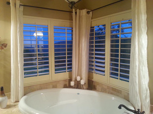 Garden Tub Shutter - Double panels, 3.5 louvers, traditional center tilt rod. Painted finish.