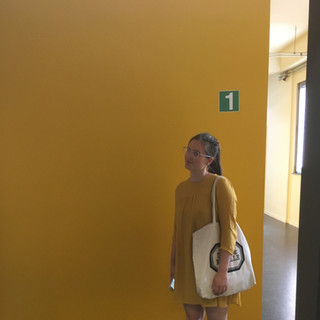 Astrid in yellow