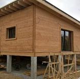 Dalle bois sur plots béton + toiture une pente en bac acier