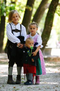 Foto Kinder Geschwister Tradition