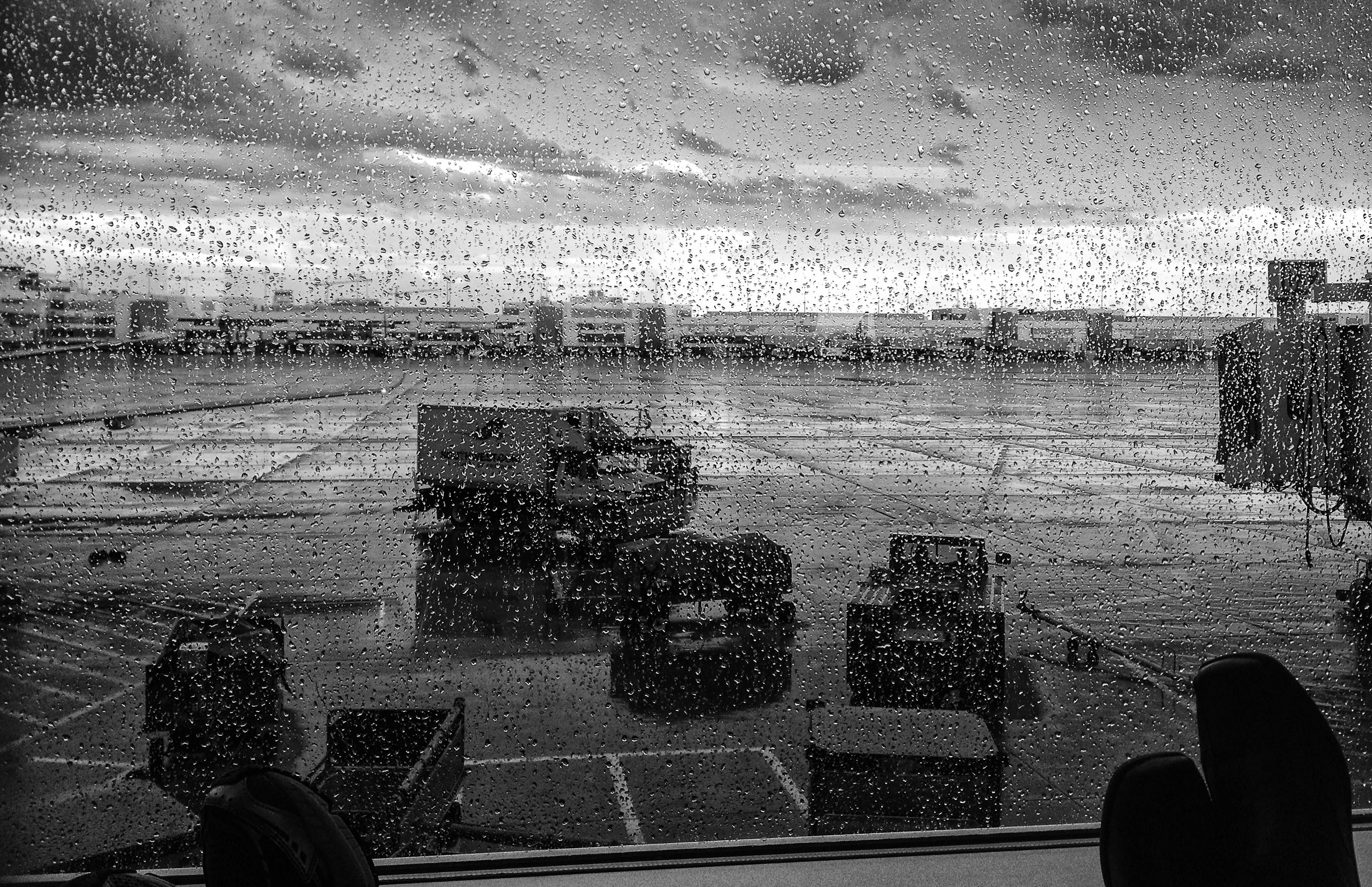 OAK_airport_rain_©_2014_SMD-print_11x17