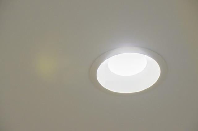 LED 故障 事故 照明 点滅 取替え 発火 発煙 新品 センサー