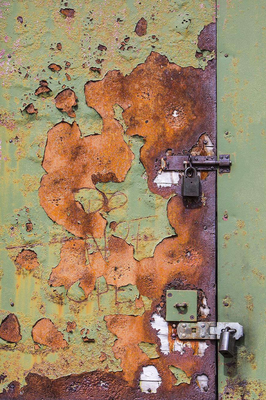 Rusty Door Scotland Apr 2016-1a