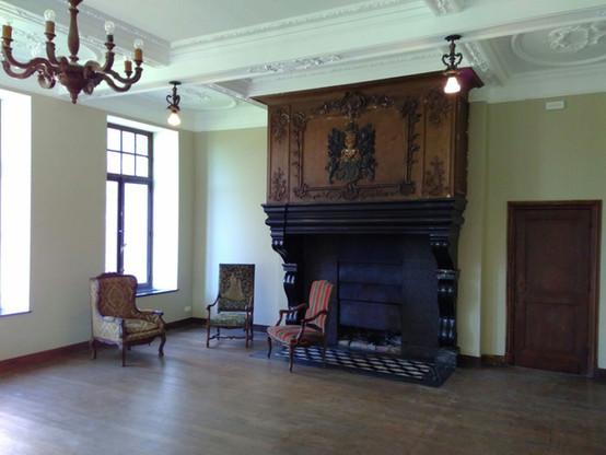 Le grand salon et sa cheminée monumentale