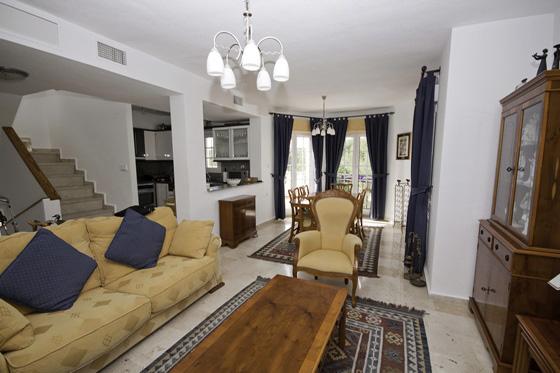 LR254 living area