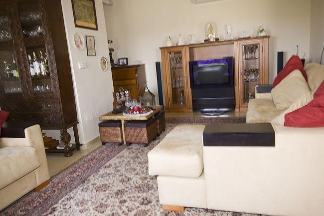 LR 144 lounge2