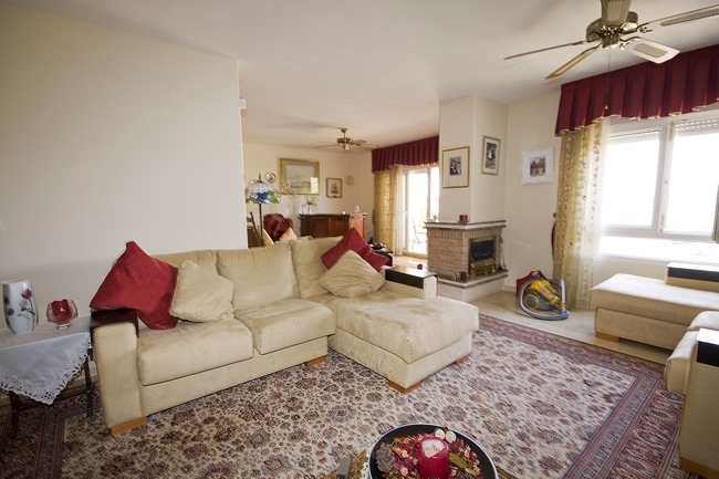 LR 144 lounge