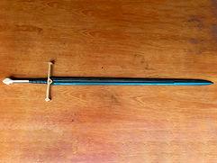 Réplica em madeira da espada Anduril / Narsil do universo de O Senhor dos Anéis. Linda peça feita em Ipê Tabaco (lâmina e cabo) e Pau-Marfim (guarda e pomo), madeiras raras aqui na região.