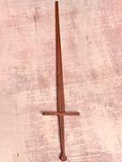 Modelo base das nossas espadas de madeira. Perfeita para quem não quer ou não pode investir muito, não possui o conforto e os detalhes dos modelos mais elaborados, mas é perfeitamente funcional para a prática da esgrima histórica.