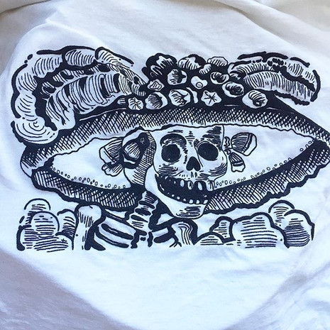 """La Catrina"" T-shirt embroidered by hand"