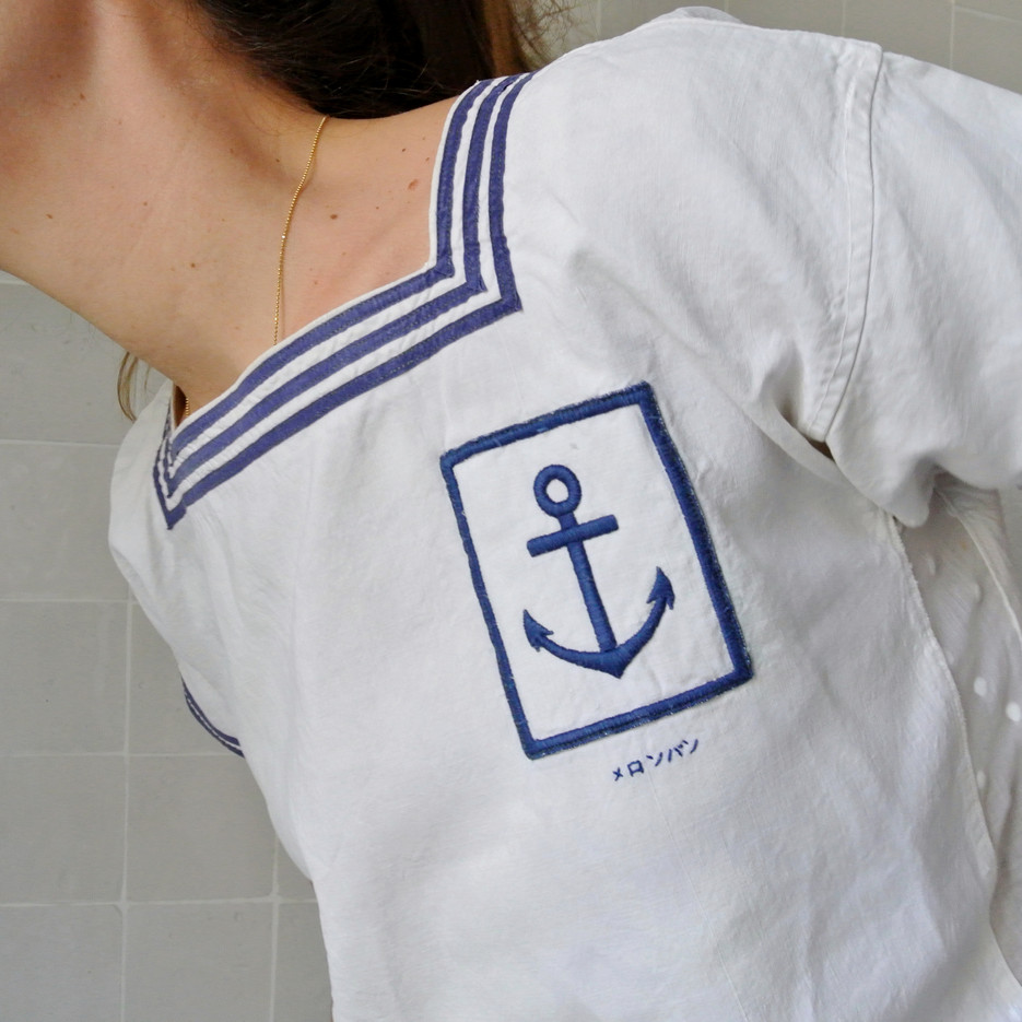 Navy top 30s - white