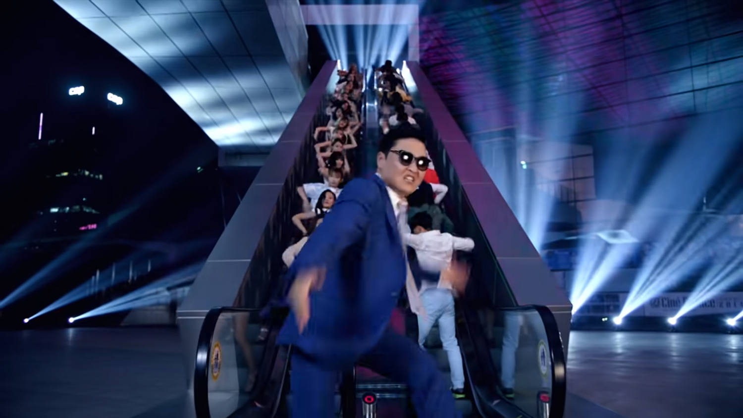 "PSY ""DADDY(feat. CL of 2NE1)"" MV"