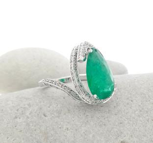 Creative Emerald Dress Ring