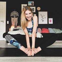 Julia Yogalehrerin.jpeg