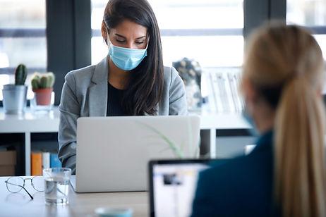 business-women-wearing-a-hygienic-face-m
