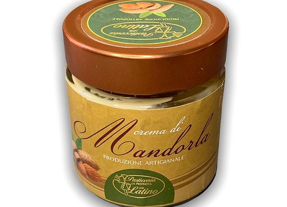 Crema spalmabile alle mandorle