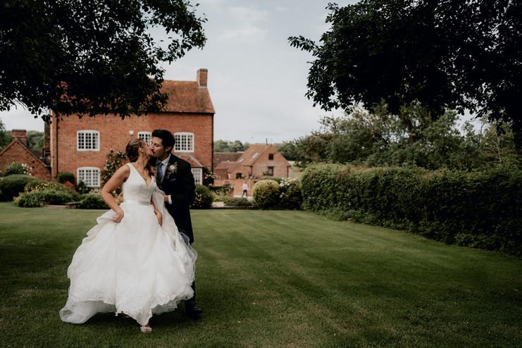 Cotswolds wedding photographer-36.jpg