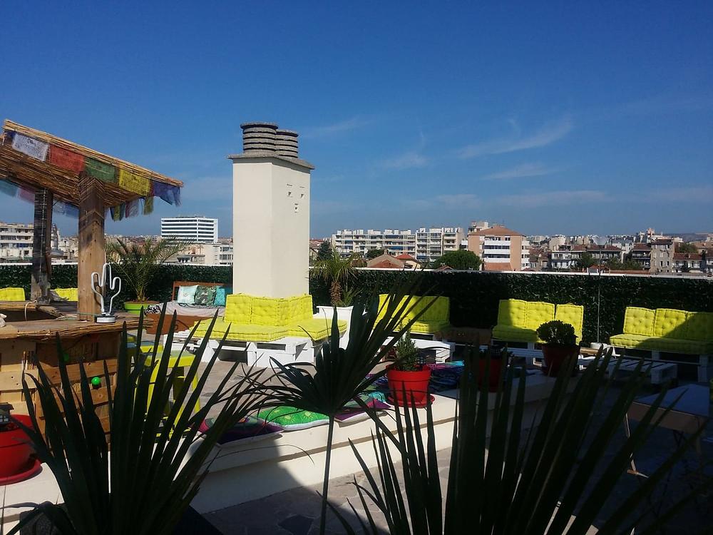 Apéros participatifs sur le lounge extérieur en toit-terrasse, Ren Mai Marseille 5è