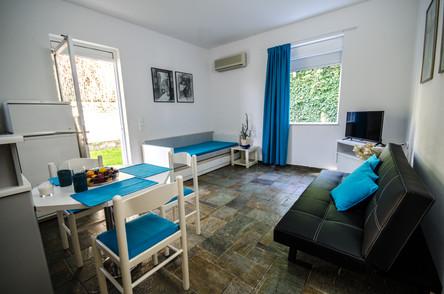 Dahlia & Iris Apartments