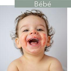 séance photo de bébé avec des framboises.jpg
