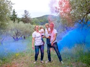 Séance photo originale en famille ! Bataille de poudre colorée dans l'Ain !