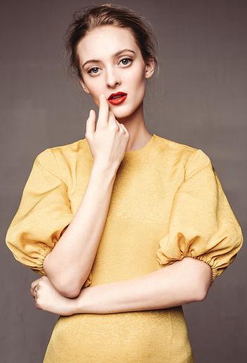 stine gul kjole.jpg