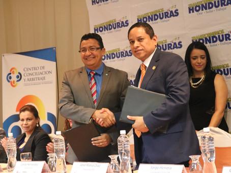 Colegio de Abogados firma Convenio con la Asociación para una Sociedad mas Justa.
