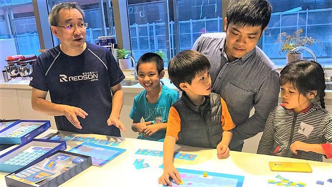 2019教育創新100|程式老爹帶孩子從玩中學 用桌遊學程式邏輯