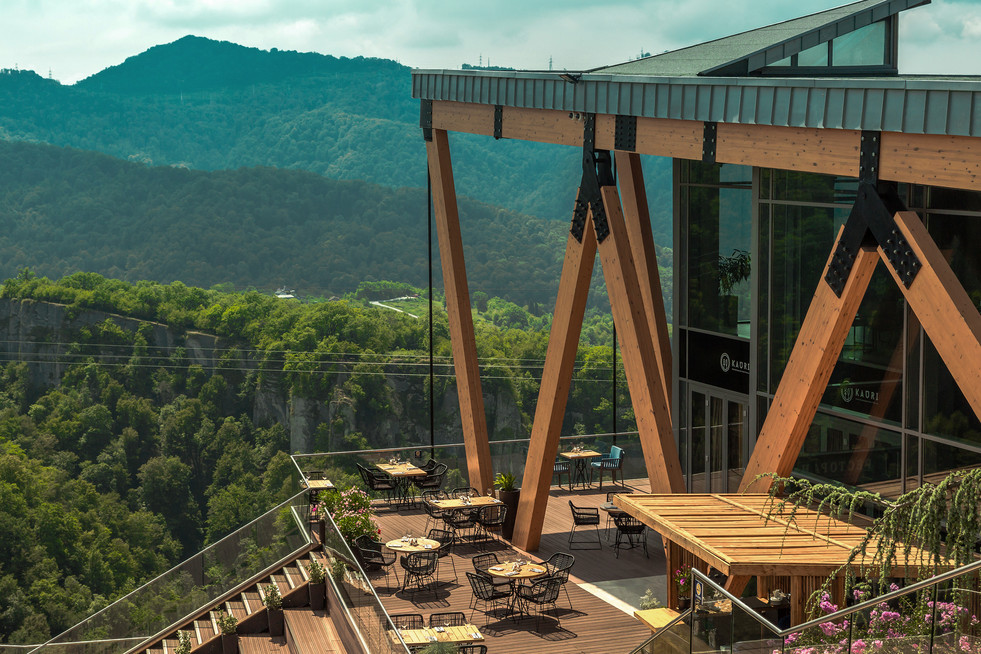 Терраса панорамного ресторана KAURI