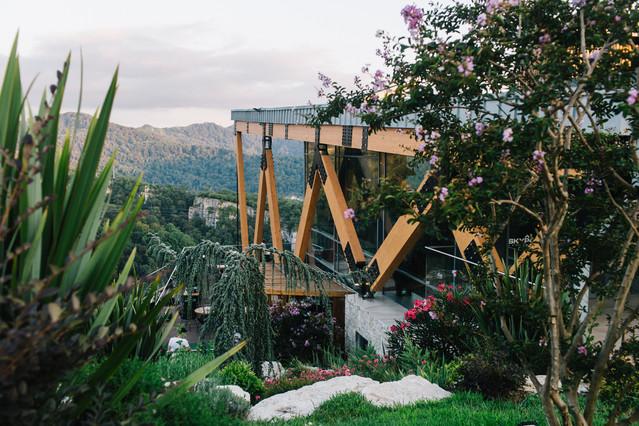 Вид на здание панорамного ресторана KAURI