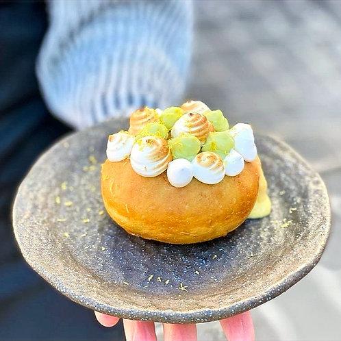 Mango & meringue doughnut