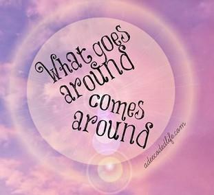 ได้ยินฝรั่งพูดว่า What goes around comes around.. แปลว่าอะไรนะ