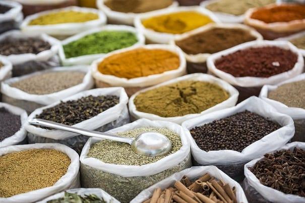 Epices, herbes aromatiques et assaisonnements.