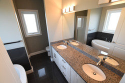 Master Ensuite with Shower and Tub