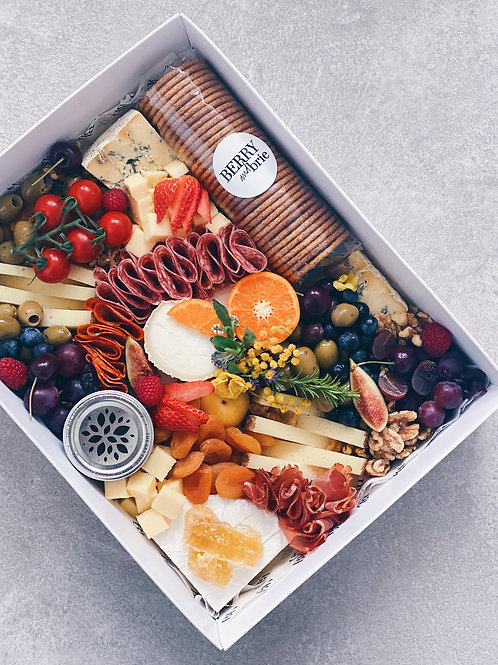 THE SIGNATURE CHEESE BOX - LARGE