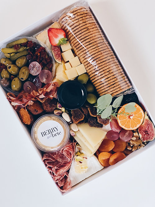 THE SIGNATURE CHEESE BOX - MEDIUM